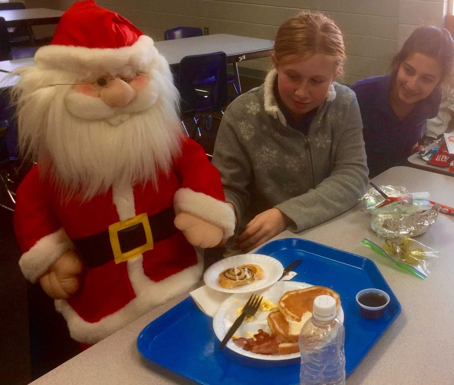 Gazebo+Santa+chows+down+in+cafeteria