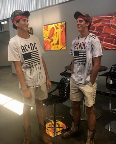 Homecoming Wednesday: Twinship Rules
