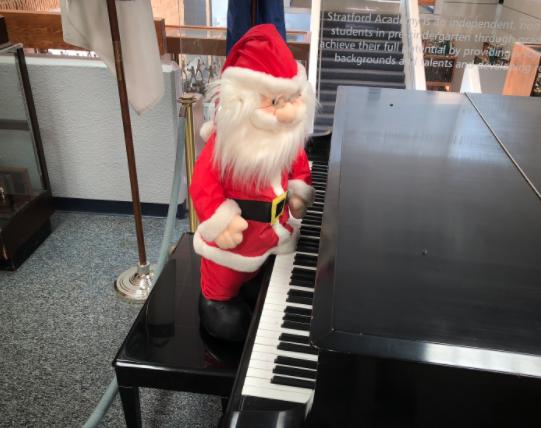 SANTA SIGHTING @ Piano in the Lobby