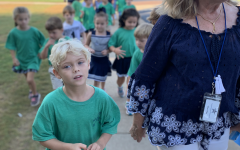 Kindergarten students continue gingerbread hunt tradition