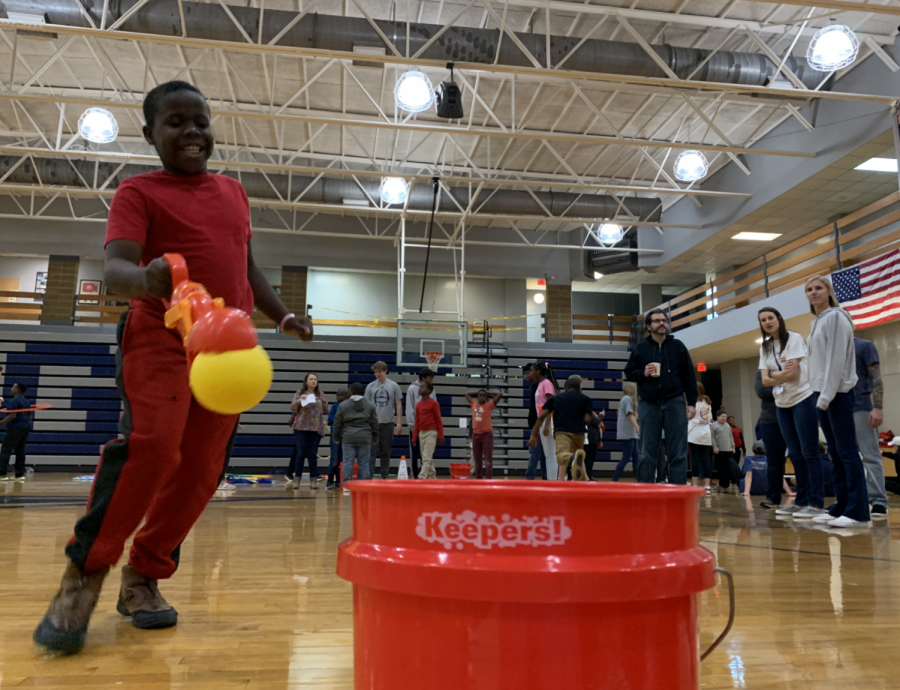 Sophomore host field day for Elam Alexander students