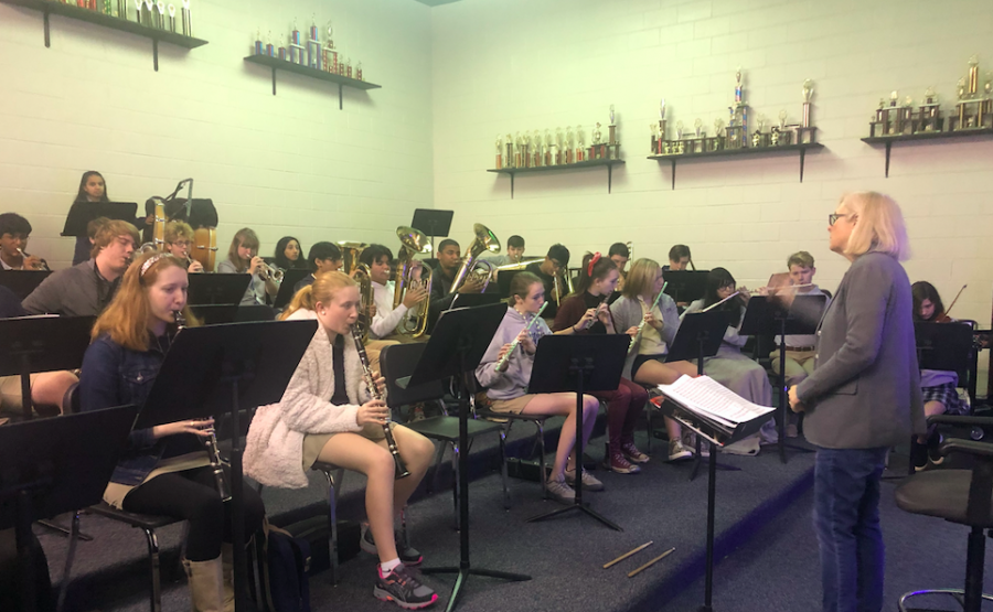 Ms.+Voss+and+the+Symphonic+Band+practice+a+song+before+school.