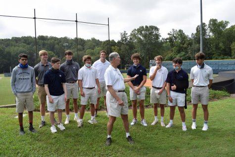 Baseball legend Bobby Hendley visits sports journalism class